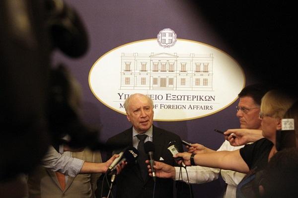 Метју Нимиц со новинарите во Атина во 2014 година. Фото: МНР на Грција
