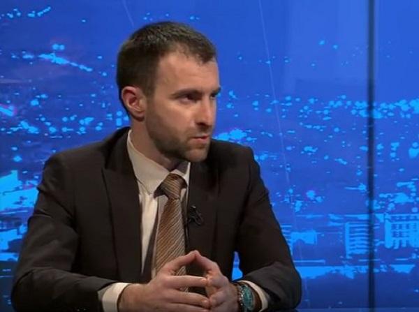 Димовски уверува дека повеќе никој не бара книшки од идните административци. Фото: Телма