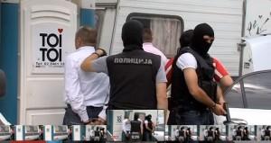 Pjesa më humane e arrestimit, vetëm me fytyrë nga WC. Foto: SKRINSHOT