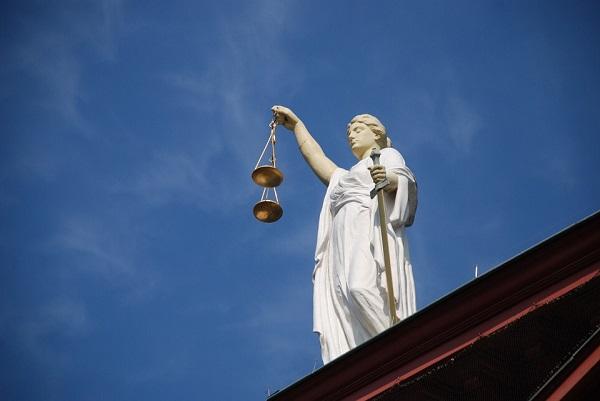 Partia mbi Justician. Foto:AJEL/Pixabay
