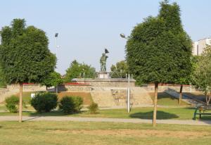 Паркот на бранителите со меморијална фонтана изграден во чест на загинатите од конфликтот во 2001 година  е свечено отворен на 28 јули 2013 година Фото: Принтскрин