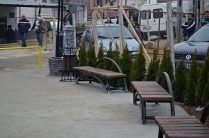 Поставени клупи, поставен асфалт, се чека на куќите. Фото: Општина Струмица