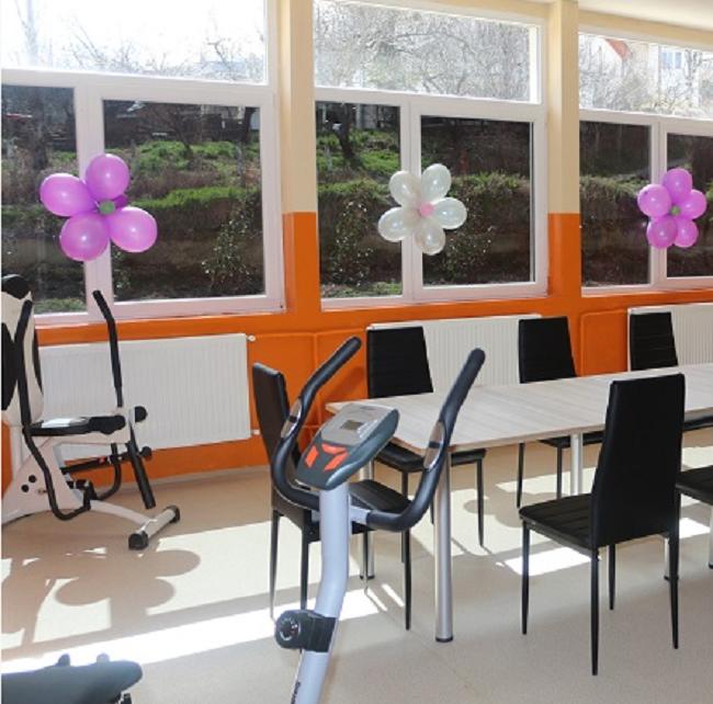 Është hapur qendra ditore për persona me pengesa në zhvillim në mars të vitit 2015. Foto: uec-faqja e komunës së Kisella Vodës.