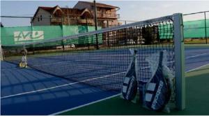 """Тенискиот терен во  ОУ """"Кузман Шапкарев"""" беше пуштен во употреба во декември 2015 година Фото: Принтскрин Општина Кисела Вода"""
