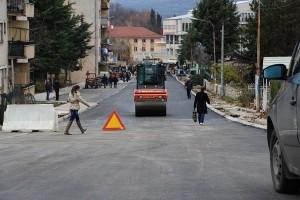 Речиси две и пол години по рокот, се уште се вршеа работи на улицата. Фото: Фејсбук страница на општина Пробиштип