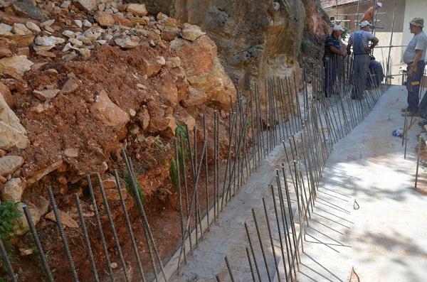 Ndërtimi i murit filloi shumë pak para kalimit të afatit. Foto: Komuna e Kumanovës.