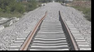Hekurudha prej 20 milion eurosh që financohet nga fondet evropiane, duhej të kishte përfunduar me 30  korrik të vitit 2016 (sipas afatit të dhënë në tender). Foto: screenshot.