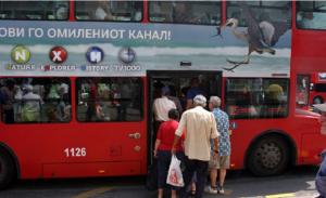 Pensionistët katër herë në javë udhëtojnë vetëm me letër njoftim. Foto: printscreen.