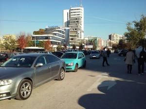 Sistemi i parkimit do të zgjidhte ca  probleme të drejtuesve të automjete, por realizimi i këtij projekti ende shkon zvarrë. Foto: Vërtetmatësi.