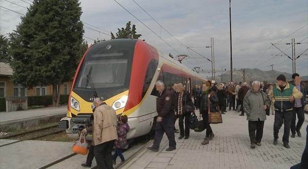 Бесплатниот викенд со воз за пензионерите стартуваше во јули 2014 година Фото: Принтскрин