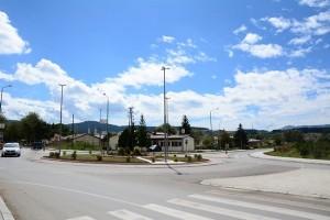 Është ndërtuar rrethrrotullimi në hyrje të Berovës pas tetë muajsh vonesë. Foto: Komuna e Berovës.