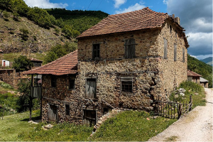 Old stone house in Malo Ilino village, near Demir Hisar, on Wikipedia in Macedonian. Photo: @petrovskyzphotography, Wikimedia Commons