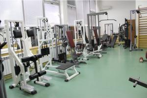 Новата опрема содржи 14 справи за кардио и фитнес вежби, ленти за трчање, степери, статични велосипеди, орбитрек...  Фото: веб-страница на Општина Аеродром