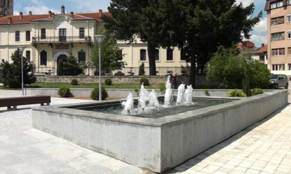 Новата фонтана пред Музејот во Битола Фото: Принтскрин