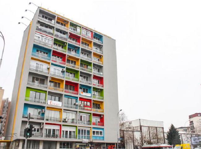 """Ndërtesa në bulevardin """"Shën Kliment Ohrdiski"""" e njohur si """"Papagall"""", morri pamje të re në shkurt të vitit 2014"""