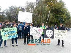 Protesta-te-plenumit-nxenesve-kunder-testimit-ekstern-dhe-reformave-te-keqia-ne-arsim-3-480x362