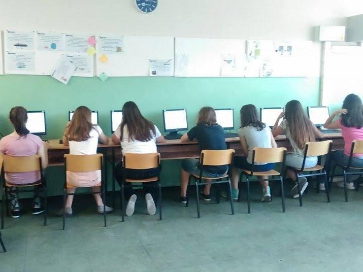 На првата седница по изборот на новата Влада, Собранието донесе законски измени со кои се укина екстерното за основците и средношколците Фото: Мета