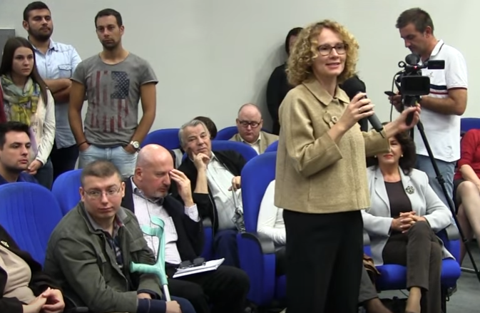 """Radmilla Shqerinska në debatin """"Krijojmë qeveri të përgjegjshme"""" Foto: ueb-faqja e LSDM-së."""