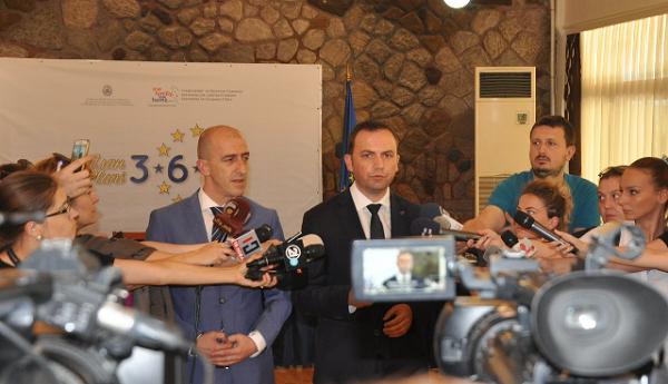 Foto: Osmani me Salijin japin deklaratë për reformat në gjyqësor. (Akademik)