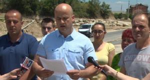 """Veljanovski: """"Premtime e Zaevit për ristaurmin e dëmeve nga përmbytjet në Poroj, janë vetëm një shkronjë e vdekur në letër"""". Foto: Ueb-faqja e VMRO-DPMNE-së"""