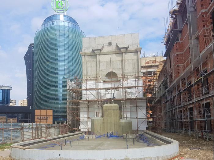 Споменикот почна да се гради во октомври 2015 година и требаше да заврши за 18 месеци (март 2017)  Фото: Принтскрин