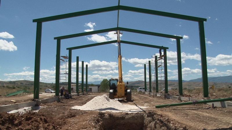 Ka filluar ndërtimi i fabrikës edhe pse me vonesë. Foto: Komuna e Prilepit/ueb-faqja.