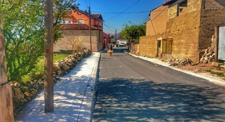 Асфалтираниот пат во село Одри. Фото: Општина Теарце