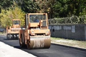 Asfaltimi i rrugës te kazerma e Tetovës, Foto: Komuna e Tetovës