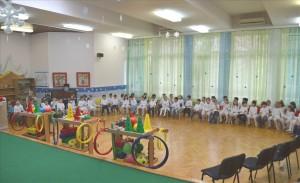 Çerdheve në Karposh në prag të festave të Vitit të Ri ju u ndanë lojëra prej materialit ekologjik. Foto: Komuna e Karposhit