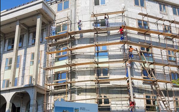 """Зградата на """"Пелагонија"""", една од 95 -те барокни фасади чија изградба е запрена Фото: Принтскрин"""