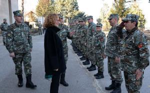 """Sheqerinska gjatë vizitës së kazermës së Kumanovës """"Boro Menkon"""" (31.01.2018)/ Foto: morm.gov.mk"""