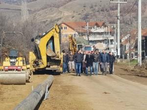 Се поставуваат водоводни цевки во село Липково.  Фото: Веб - сајт на Општина Липково