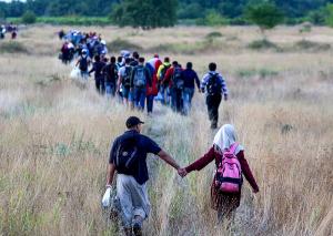 Refugjatët sirian kalojnë prej në Greqi në Maqedoni, gusht 2015. Foto: flickr.com