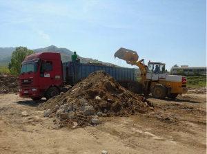Расчистување на една од  десетината диви депонии во Прилеп  Фото: prilep.gov.mk