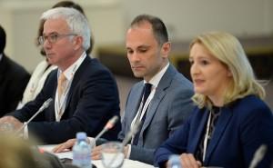 Венко Филипче (во средина). Фото: Влада на РМ, веб сајт