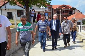 Градоначалникот Јаневски со жителите на Турското Маало Фото: strumica.gov.mk