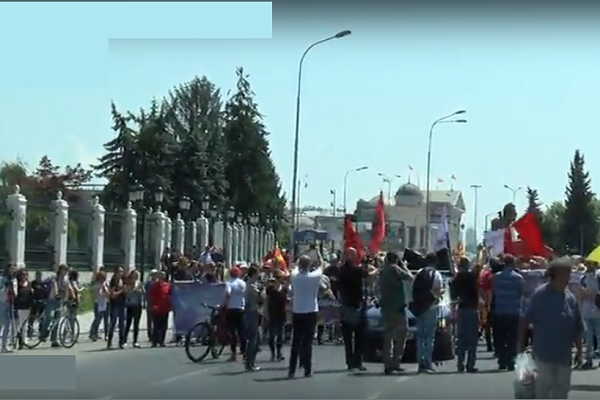 Од првомајскиот протест на  синдикатите и синдикалните сојузи  пред Владата (01.05.2018)  Фото: Принтскрин
