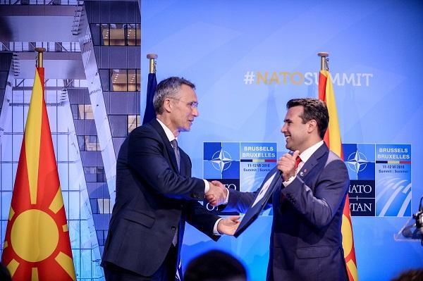 Прием на писмото покана за во НАТО. Фото: Веб сајт на Влада на РМ