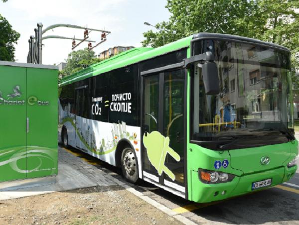 """Електричен автобус на линијата број """"15"""" - Фото: Мета - принтскрин"""