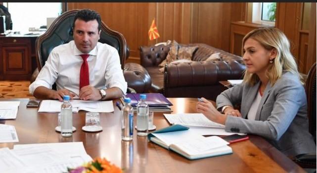 Лажна вест е дека Нина Ангеловска му понудила оставка на Заев